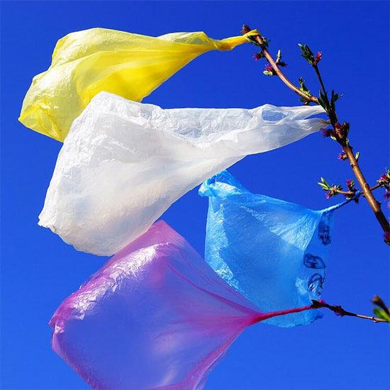 Plastic-tassen-column-janne-hogervorst-ow-ourworld-home