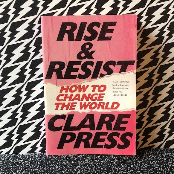 Rise-and-resist-claire-ress-tweedehandsje